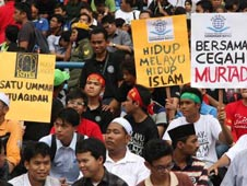 Malaysian Muslims protest against what they say were attempts to evangelise Muslims, in Shah Alam, outside Kuala Lumpur October 22, 2011/Stringer
