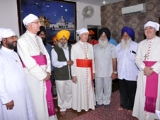 Vatican top official visits Golden Temple and meets Sikh leaders