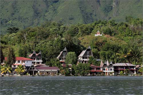 A beautiful view of houses along the river