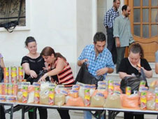 Christmas in Syria: Christians and Muslims defy war by providing hot meals to poor