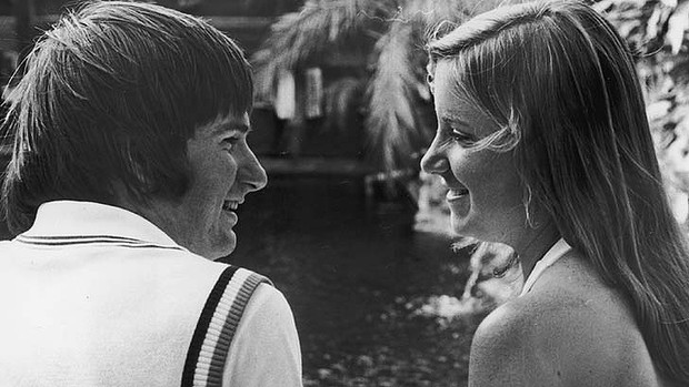 Happier times: Jimmy Connors and Chris Evert hold hands by a pond in 1975. Photo: Getty Images  Read more: http://www.theage.com.au/sport/tennis/jimmy-connors-why-i-split-with-chris-evert-20130503-2iwok.html#ixzz2TpVqYYr8