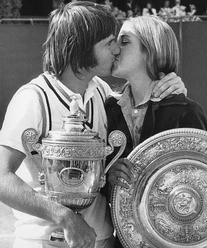 Jimmy Connors kisses his fiancee Chris Evert after winning the men's singles final at Wimbledon on July 6, 1974. Evert had just won the women's singles. Photo: Getty Images  Read more: http://www.theage.com.au/sport/tennis/jimmy-connors-why-i-split-with-chris-evert-20130503-2iwok.html#ixzz2TpaNbi00